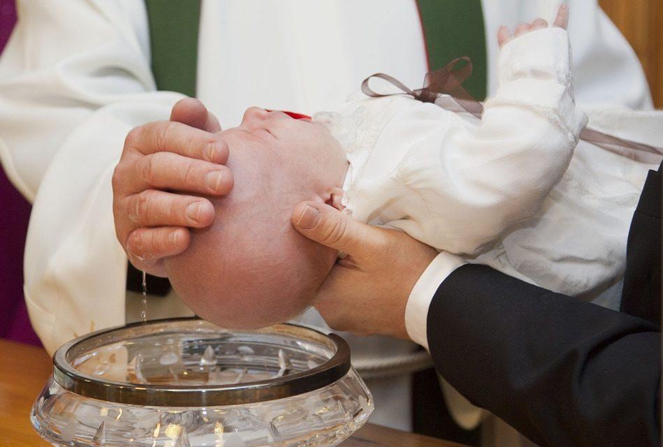 Choisir une médaille de baptême, bague, ou autre bijoux en ligne
